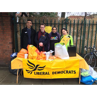Anna Peng and others collecting for refugees in Calais