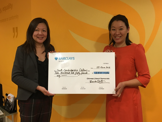 Merlene Emerson presents Sarah Cheung Johnson with a Chinese LibDems grant ()